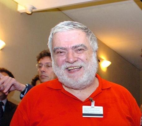 """20060721 - ROMA - POL - CONGO: SENTINELLI IN MISSIONE DOMENICA CON 61 VOLONTARI-Da sinistra: Eugenio Melandri, coordinatore dell'associazione  """" Chiama l'Africa """" ,.MARIO DE RENZIS - ANSA - DEB"""