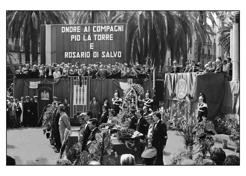 4-Commemorazione-funebre-di-La-Torre-e-Di-Salvo-alla-presenza-del-Capo-dello-Stato-Pertini-e-del-