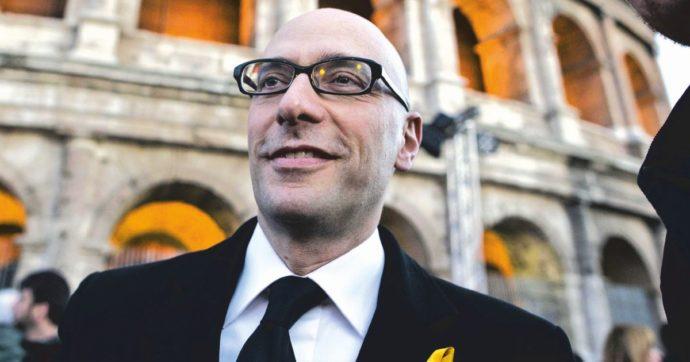 Mario Vattani durante la manifestazione per i MarÚ Salvatore Girone e Massimiliano Latorre, sotto processo in India, al Colosseo, Roma, 03 aprile 2013.  ANSA/MASSIMO PERCOSSI