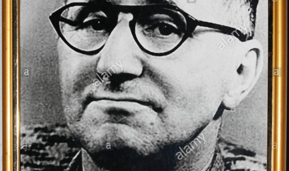 bertolt-brecht-fu-un-influente-poeta-tedesco-drammaturgo-e-regista-teatrale-ctedja